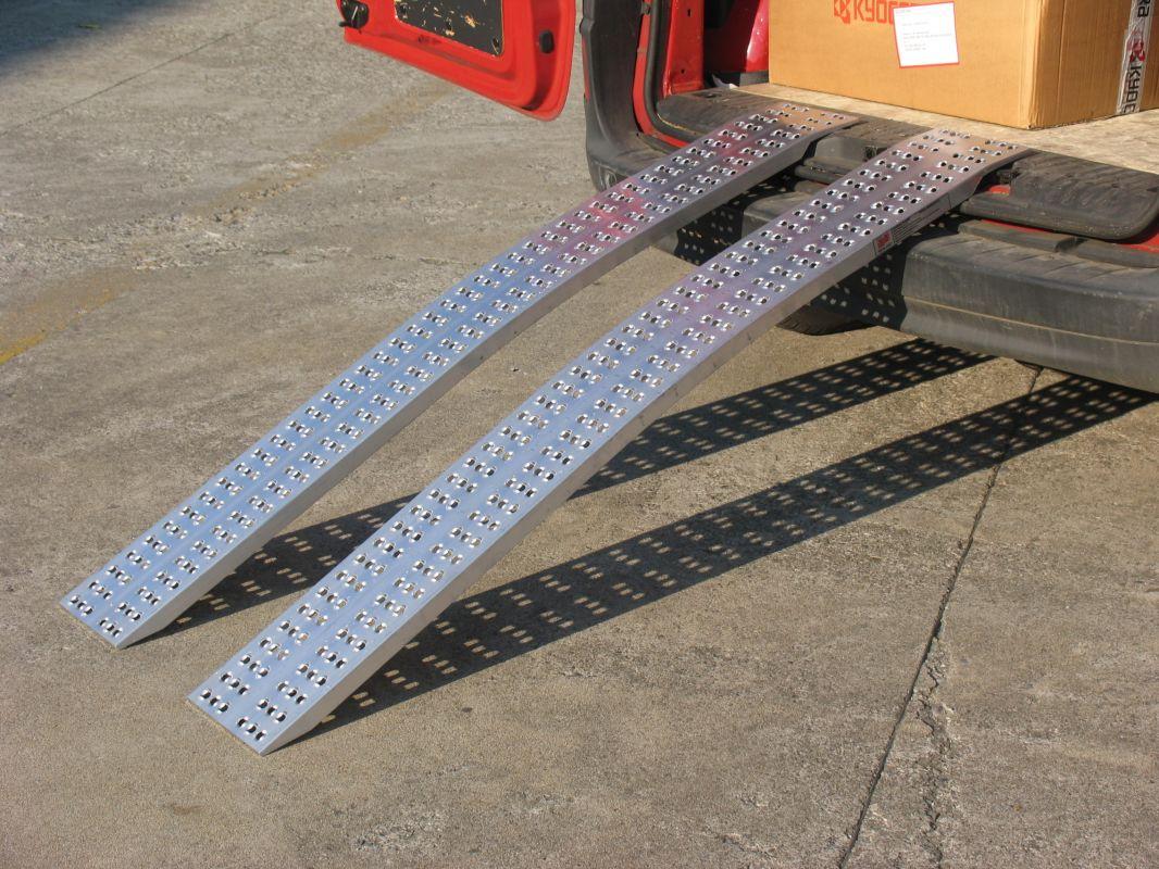 Hliníkové nájezdy obloukové 2000x300 mm, 520-1000 kg Metalmec
