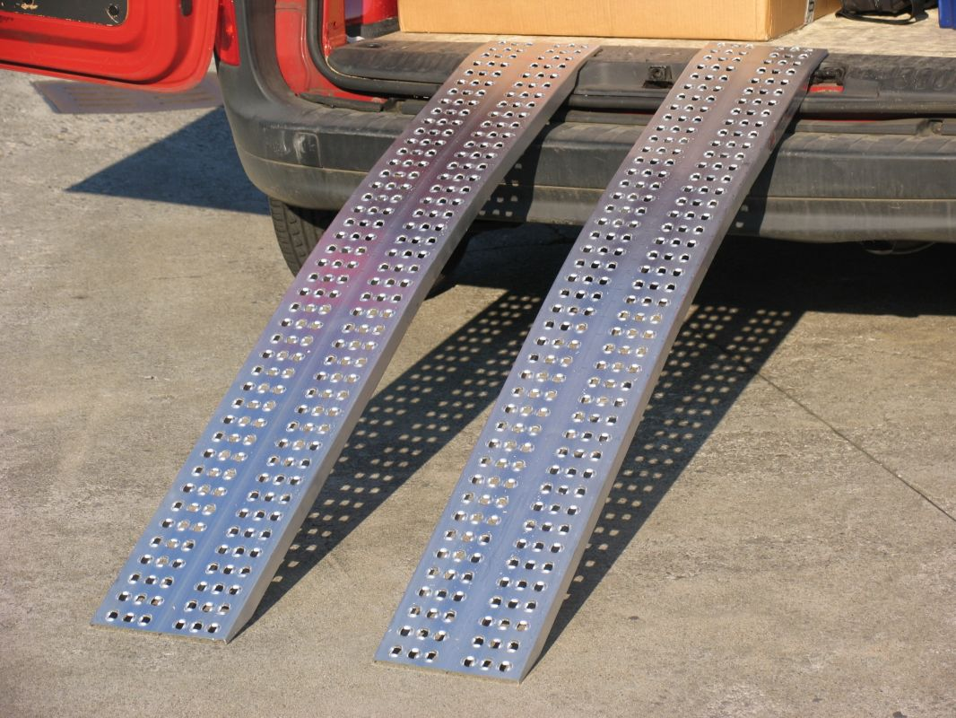 Hliníkové nájezdy obloukové 2500x300 mm, 400-850 kg Metalmec